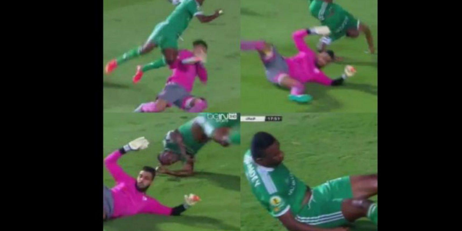 Así de aparatosa fue su caída. Foto:YouTube Mohamed Eloshe