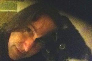 """4. Mujer quiere casarse con su perro luego de """"enviudar"""" de su gato Foto:Twitter.com/Pingz_TRnews"""