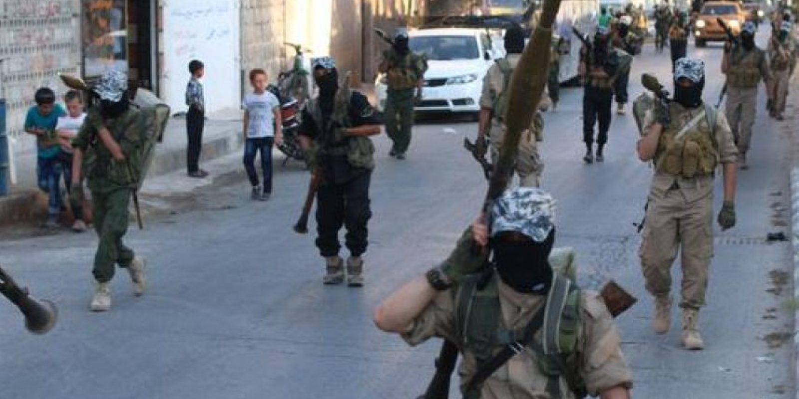 Los militantes de ISIS suelen hacer caravanas de promoción Foto:Twitter.com/raqqa_mcr