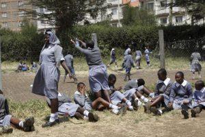 Debido a la creencia errónea de que la ablación genital femenina es un precepto religioso. Foto:AP
