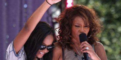 En 2006, Whitney se quedó con la custodia de Bobbi Kristina. Foto:vía Getty Images