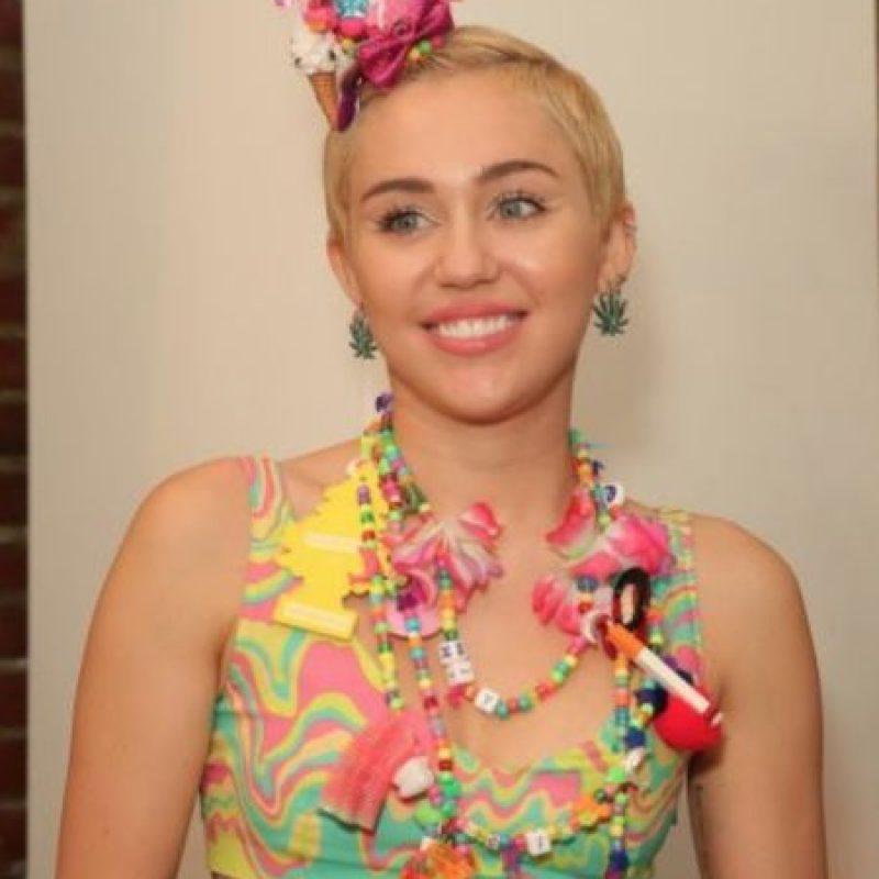 """Miley Cyrus. En 2013, la cantante le confesó a la revista """"Elle"""" que, durante una de sus giras, se hospedó en un departamento aparentemente embrujado, en Londres Foto:Getty Images"""