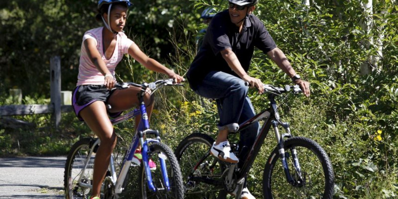 """Otros ciclistas festejaron cuando """"Hulk"""" retiró el obstáculo. Foto:Getty Images"""