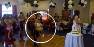 VIDEO. Esta joven hizo esto por atrapar el ramo de la novia