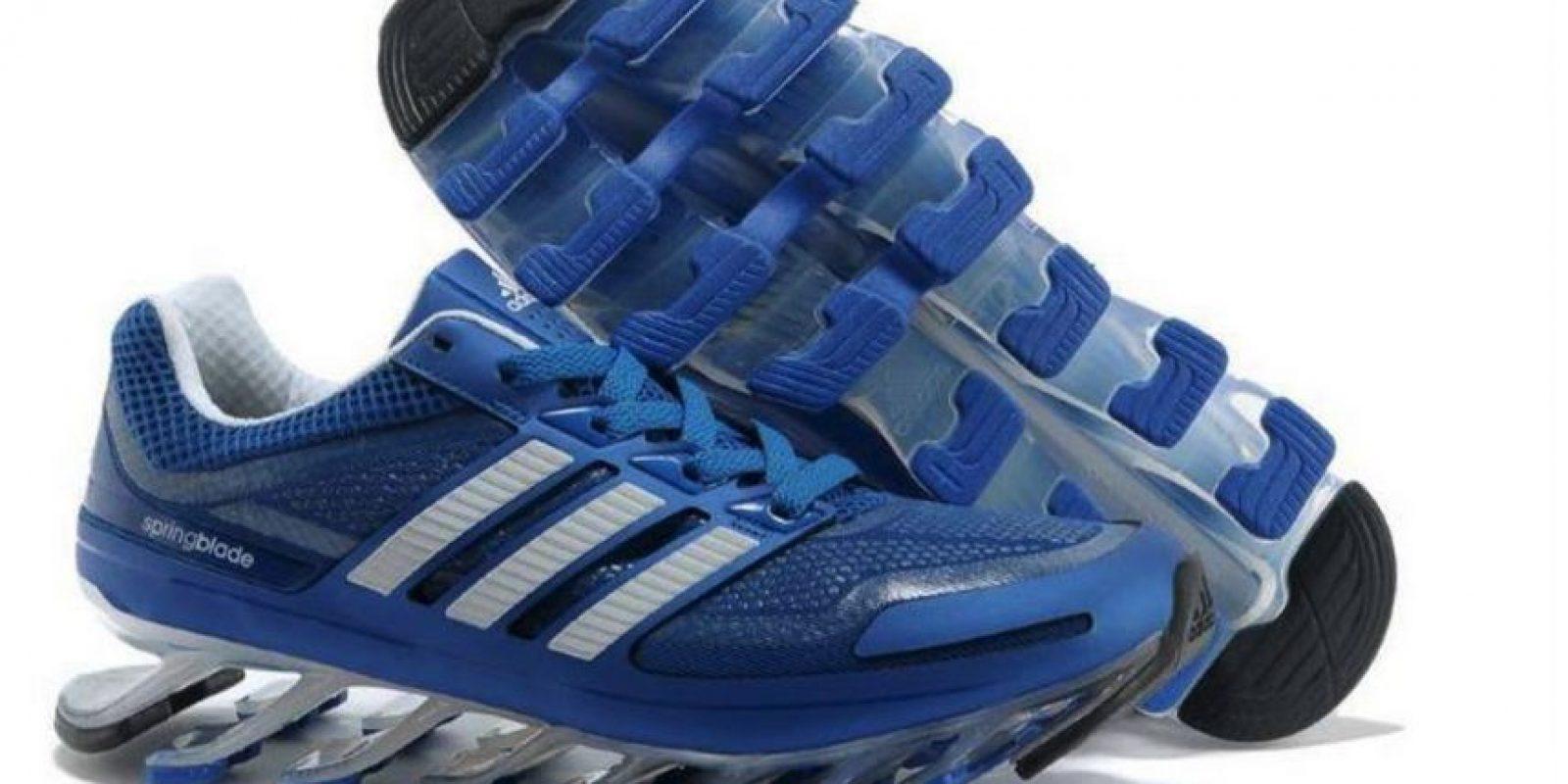 Estos eran los zapatos deportivos que el recluso se compraría después de salir de la cárcel Foto:facebook.com/ruben.senatore.14/photos