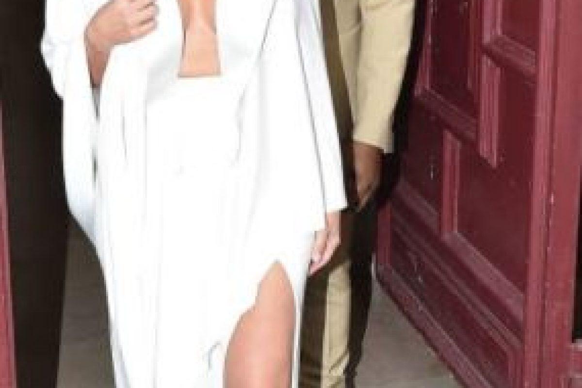 Kim Kardashian a veces lo hace bien y cuando lo hace mal lo hace horrible, si se habla de moda. Pero antes de Kanye West, se vestía mucho peor. Foto:vía Getty Images