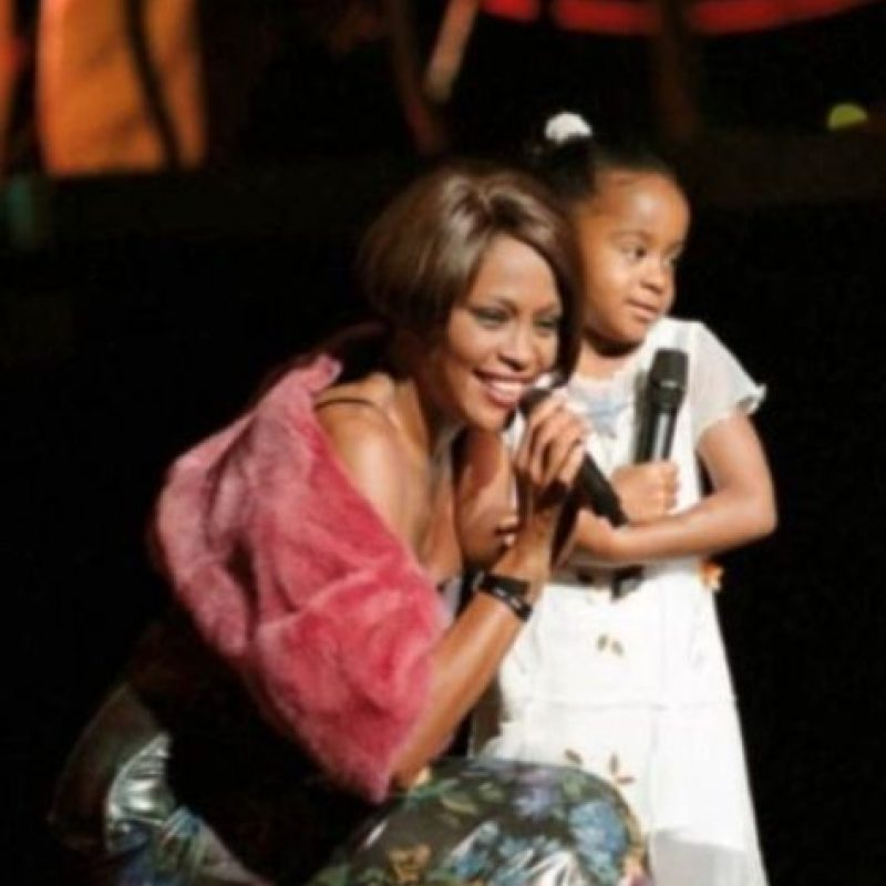 En el testamento de Houston existe una clausuia que dictamina que si Bobbi no pudiera cobrar la herencia, esta será repartida equitativamente entre una lista de familiares que Whitney designó previamente, entre ellos su mamá y hermanos Foto:Getty Images