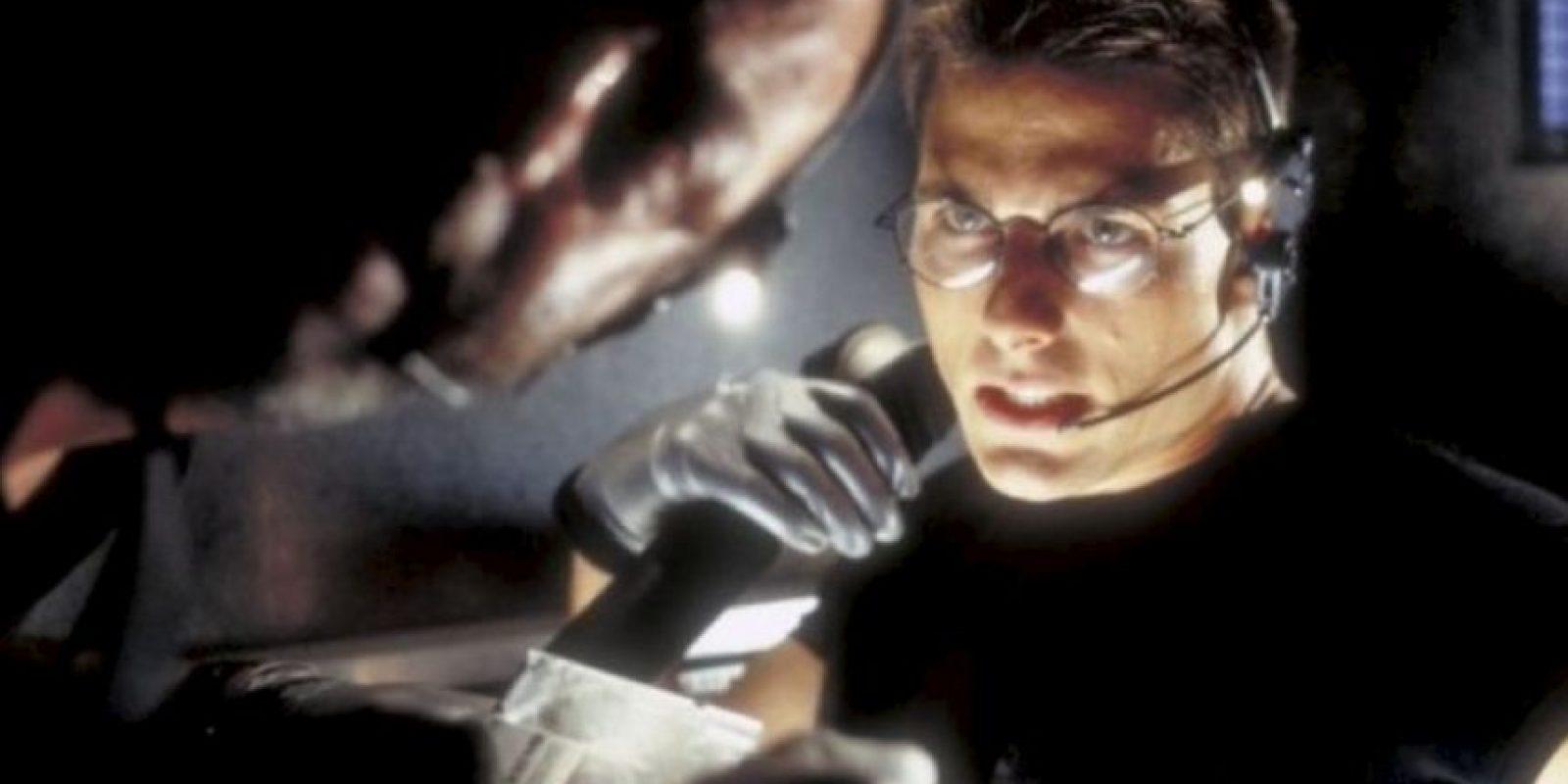 El vestuario que utilizó el actor estadounidense durante la escena incluye: auriculares de goma, lentes oscuros, guantes, pantalones, botas y chaqueta de cuero. Foto:IMDB