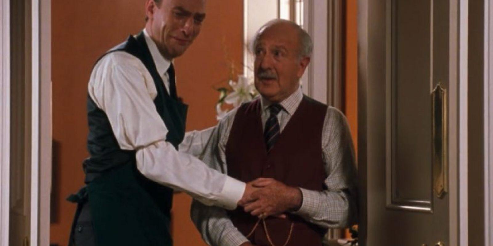 "Interpretó a ""Martin"", el mayordomo de la familia Parker. Foto:vía twitter.com/Charl_Atkinson"