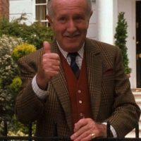 El actor que le dio vida al abuelo de las gemelas, murió en 2006. Foto:YouTube