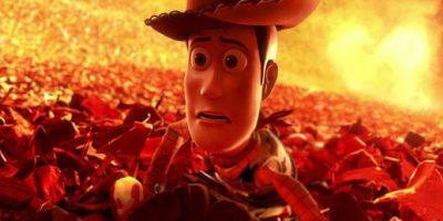 """Le dicen a """"Woody"""" que deje de luchar, con sus miradas. Foto:vía Disney/Pixar"""