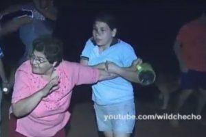 La típica pelea entre vecinos… Foto:Vía Youtube