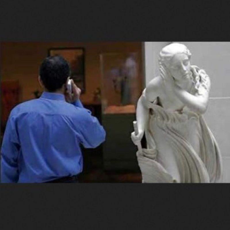 Escuchando conversaciones ajenas Foto:Pinterest