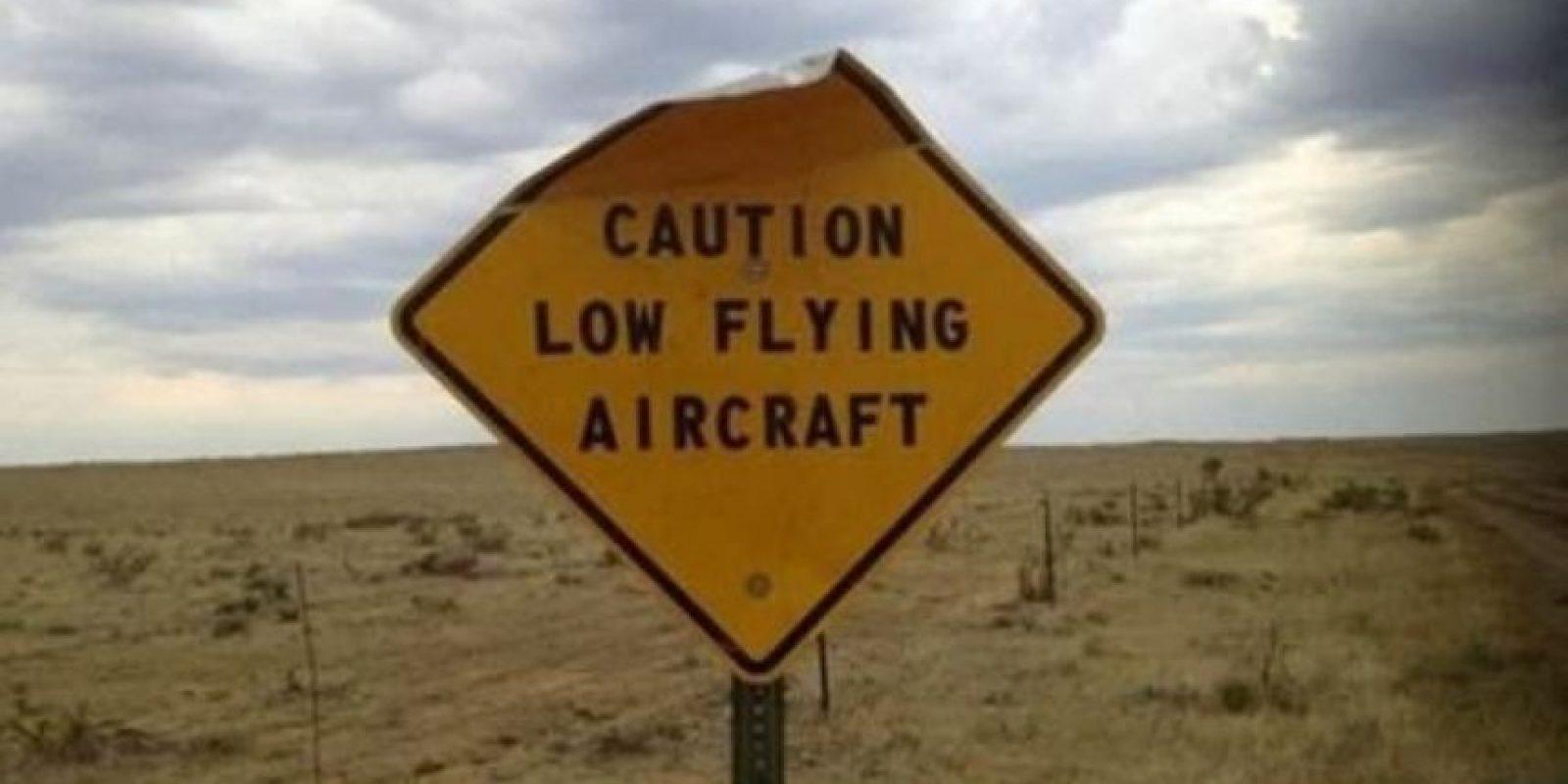 """""""Precaución, aviones volando bajo"""" Foto:Tumblr"""