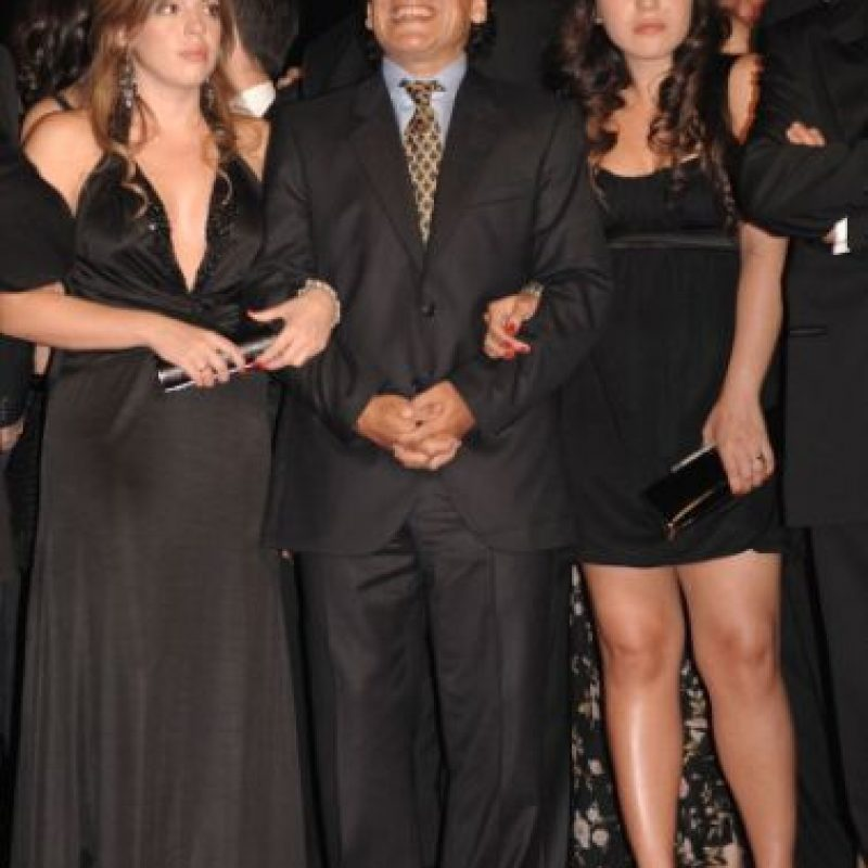 El astro argentino acusó a Claudia Villafañe, su exesposa y madre de sus hijas Dalma y Gianina de haberle robado 8.7 millones de dólares. Foto:Getty Images