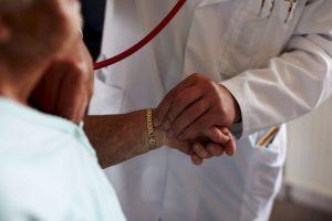 Al tomar pastillas anticonceptivas puede aparecer sangrado. Sin embargo, si este persiste es mejor consultar al ginecólogo. Foto:Getty Images
