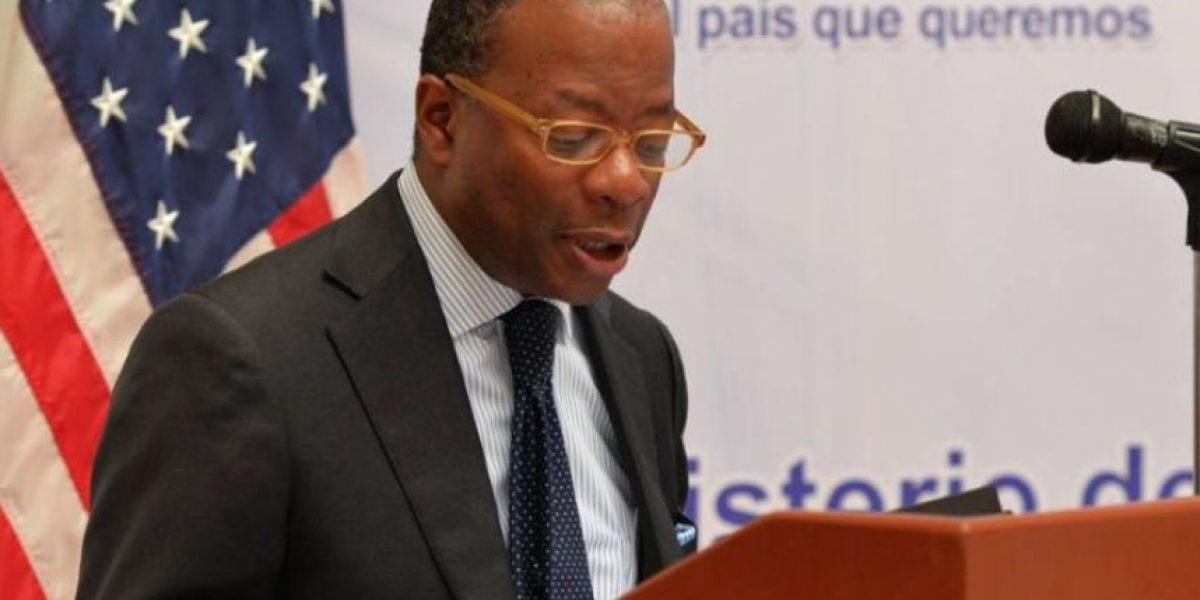 Embajador Todd Robinson ofrece su apoyo a los guatemaltecos