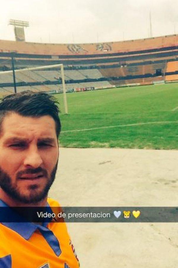 Gignac debutó oficialmente con los Tigres en la semifinal de la Copa Libertadores ante el Internacional de Porto Alegre en Brasil. Foto:Vía twitter.com/10APG