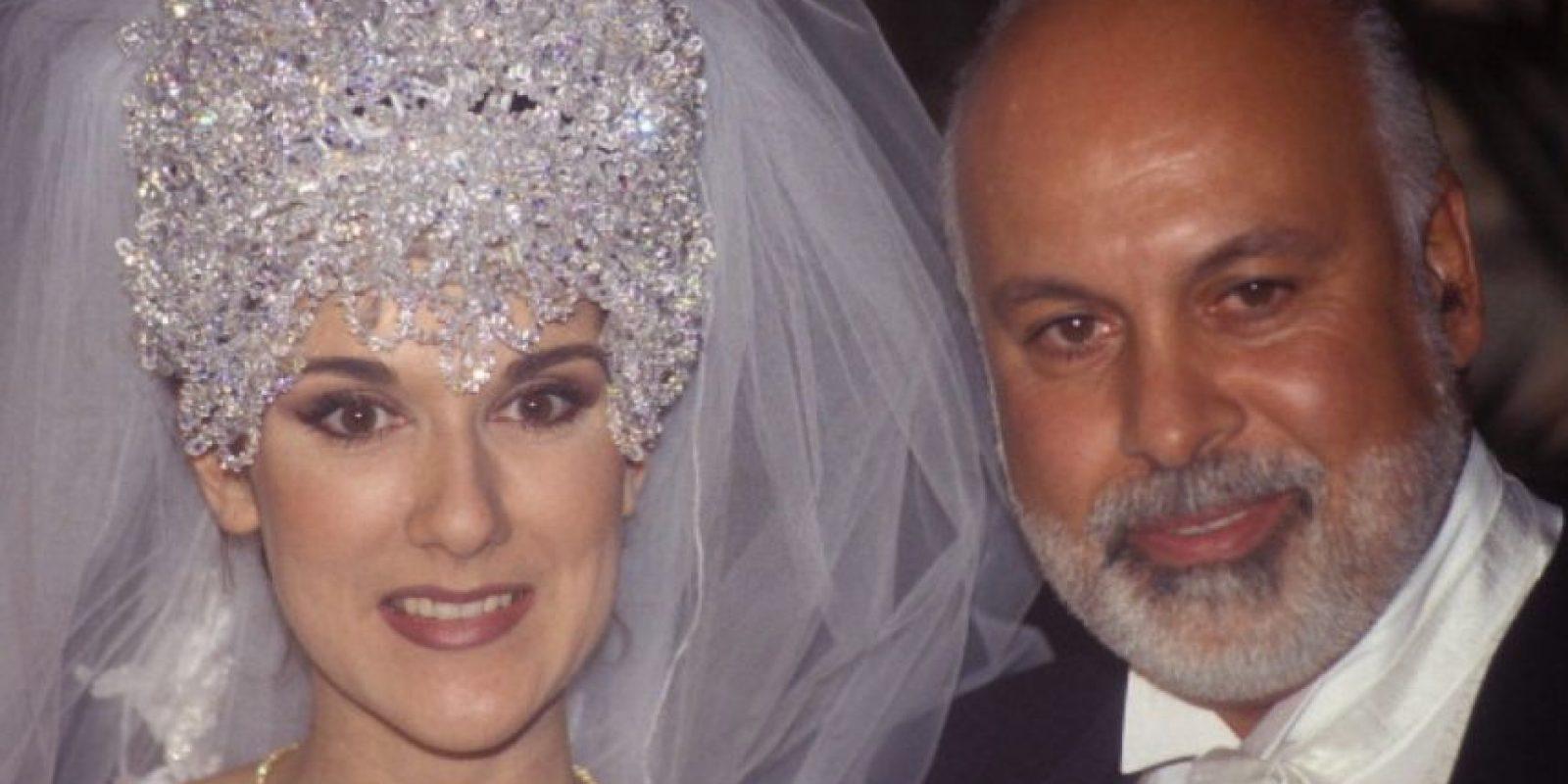 Celine Dion parecía la reina alien de algún lado en su boda con René Angelil. Foto:vía Getty Images