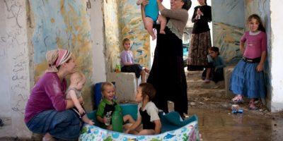Israelíes juegan con sus hijos. Foto:AFP