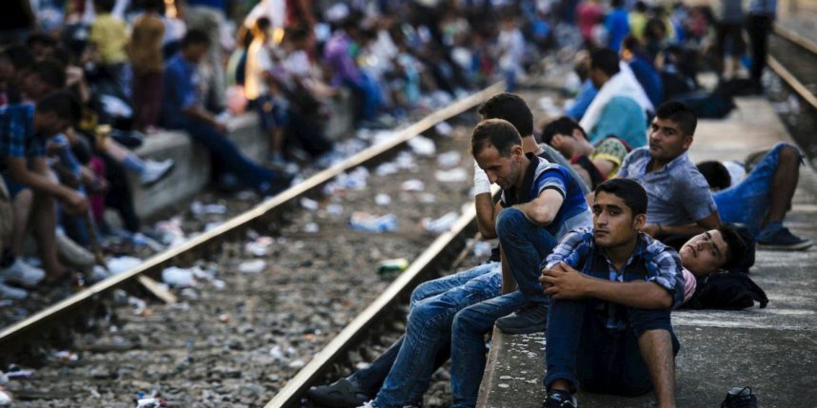 Migrantes que pretenden llegar a Macedonia. Foto:AFP