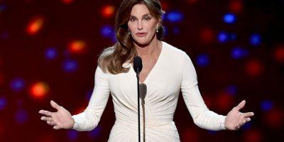 """La revista """"Life & Style"""" reveló que cuando acudió a recibir su premio ESPY, Jenner contrató al estilista de personal de la esposa de Brad Pitt. Foto:Getty Images"""