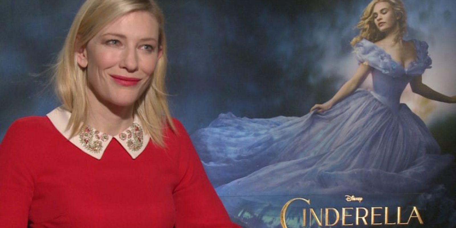 """4. Cate Blanchett siempre es muy profesional con sus entrevistas, pero cuando le hacen preguntas tontas, pierde la paciencia, como sucedió cuando promocionó """"Cinderella"""". Foto:vía Youtube"""