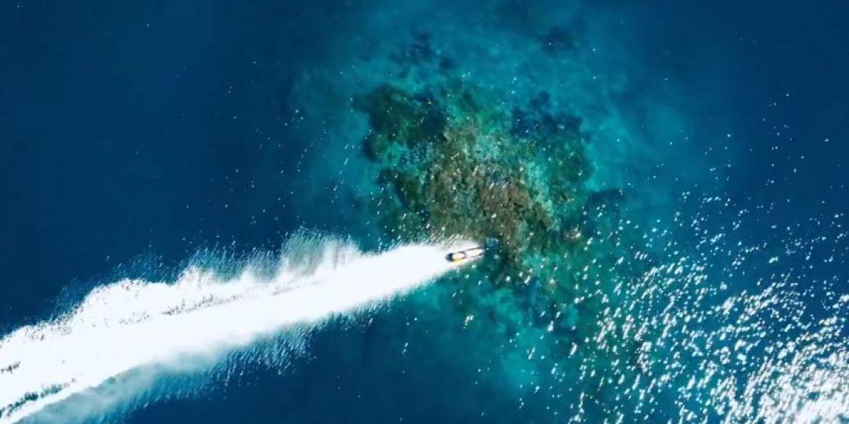 Innovación total: Motociclista surfea las olas de Tahití