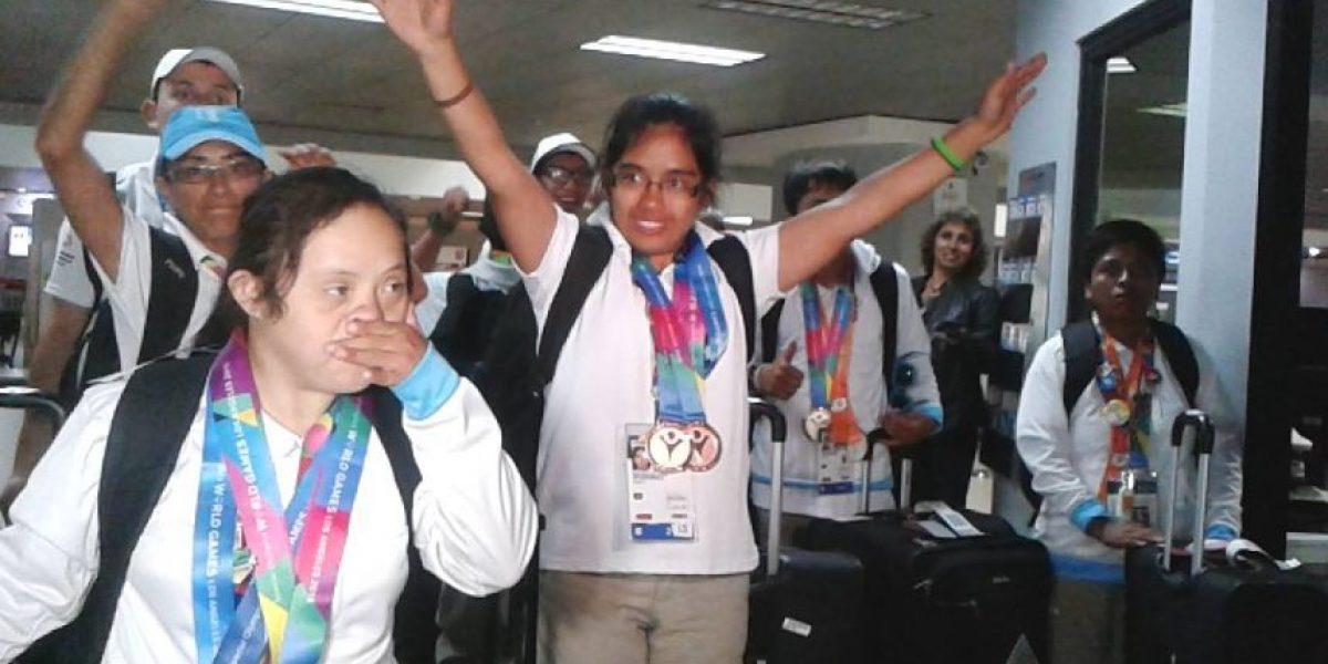 Atletas de Olimpiadas Especiales regresan cubiertos de gloria