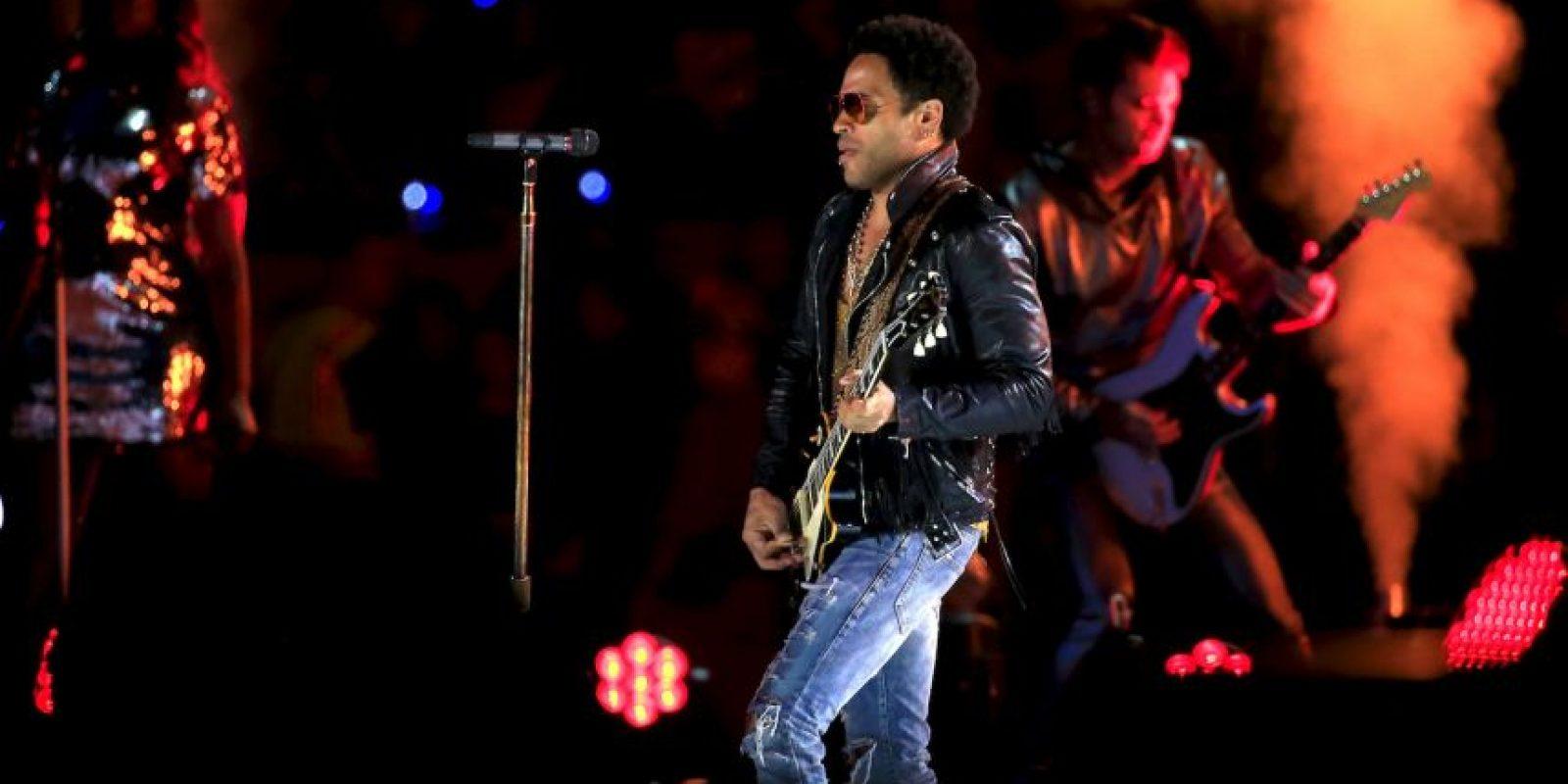 """Esta semana, Lenny Kravitz encendió las redes sociales por un """"accidente"""" que sufrió durante un concierto en Suecia. El pantalón del cantante y actor se rompió en plena actuación y quedaron al descubierto sus genitales. Foto:Vía instagram.com/LennyKravitz"""