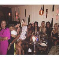 El domingo por la noche se volvieron a reunir para celebrar los 18 años de Kylie Jenner Foto:Instagram/KylieJenner