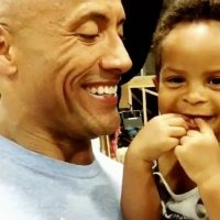 Y también con su sobrino, a quien le provocó cientos de carcajadas. Foto:vía instagram.com/therock