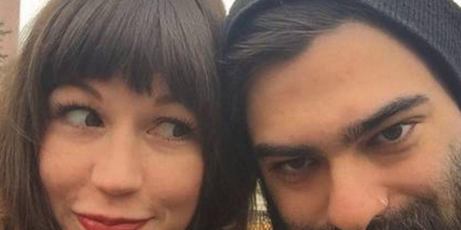 De acuerdo con su relato, ellos encajan perfecto y solo bastaron cinco meses para que se casaran Foto:Facebook/Zoë Wescott