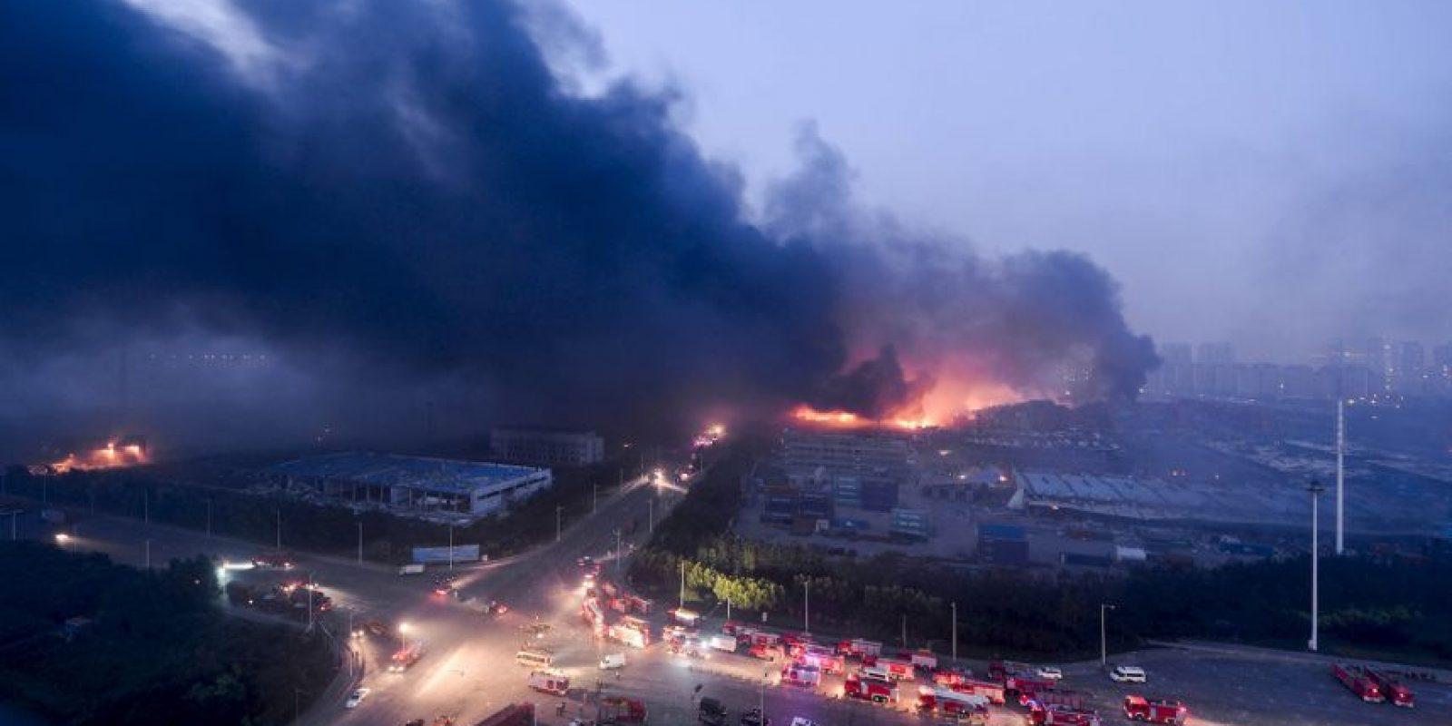 Las fotos y videos que circulan en las redes sociales muestran una gran bola de fuego y una columna de humo en la zona. Foto:AFP