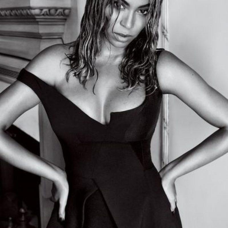 """En cada una de las fotografías, Beyoncé presume sus curvas. Foto:Revista """"Vogue"""""""