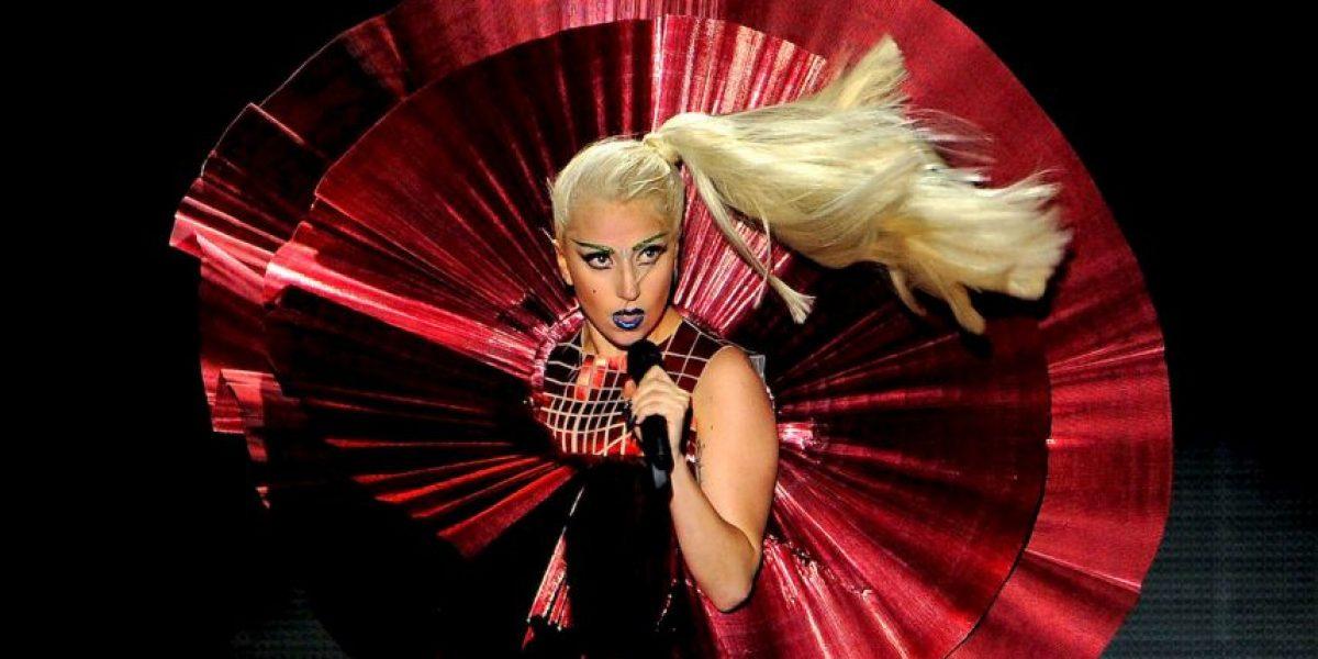 Lady Gaga protagoniza bochornosa caída al salir de restaurante