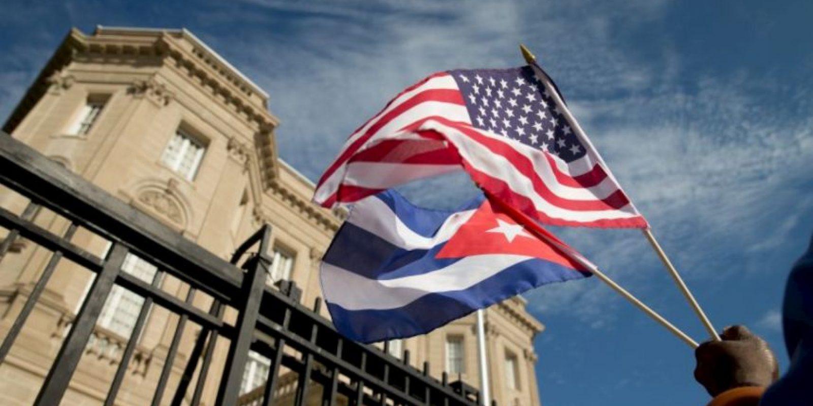 En 1977, durante el mandato del presidente Carter, los gobiernos de los Estados Unidos y Cuba firmaron un acuerdo estableciendo la apertura de la Sección de Intereses de los Estados Unidos (USINT) en La Habana y de la Sección de Intereses de Cuba en Washington DC. Foto:AP