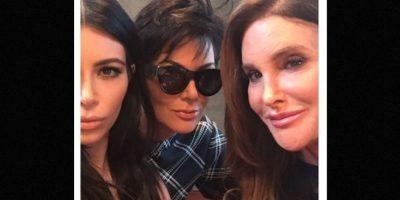 Kim Kardashian logró reunir por primera vez a Caitlyn y a Kris Jenner en una fotografía. Foto:Instagram/KimKardashian