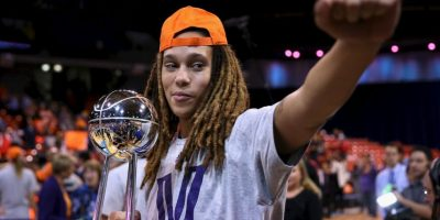 """Griner, de los Phoenix Mercury, es una de las basquetbolistas estrella de la WNBA (NBA femenina). En una entrevista con """"Sport Illustrated"""" en 2012, la jugadora de 24 años declaró ser lesbiana. Foto:Getty Images"""