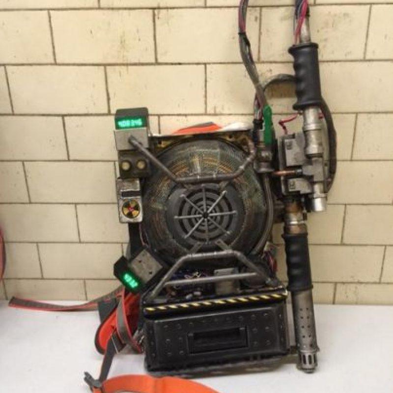 Este es un equipo de protones que utilizará el grupo para capturar a los fantasmas. Foto:Twitter/Paulfeig