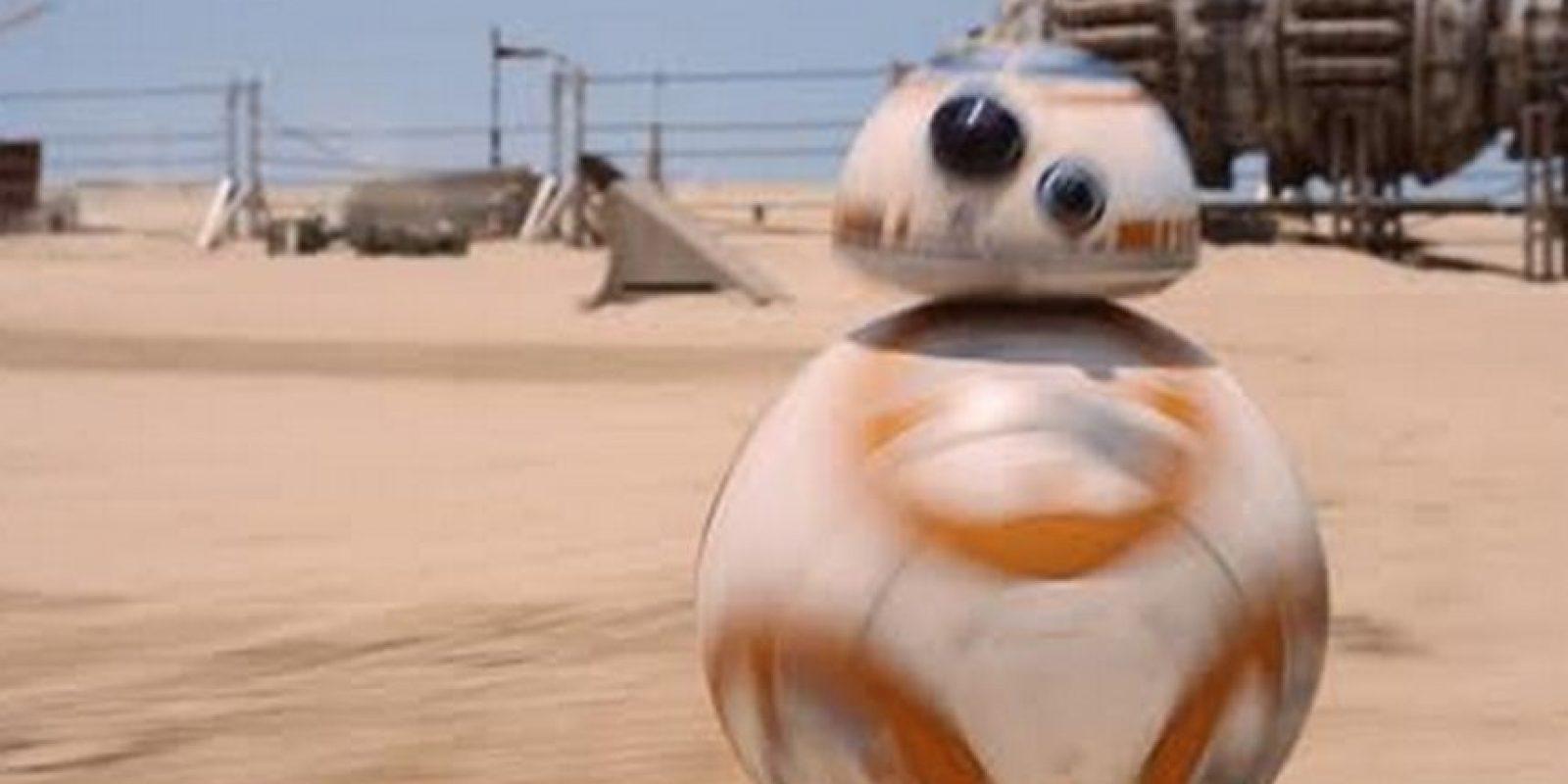 """El nuevo androide BB-8 fue nombrado así, en palabras de J.J. Abrams, porque """"es casi una onomatopeya, es cómo el me veía, con el 8, y obviamente las dos B"""" Foto:Lucasfilm"""