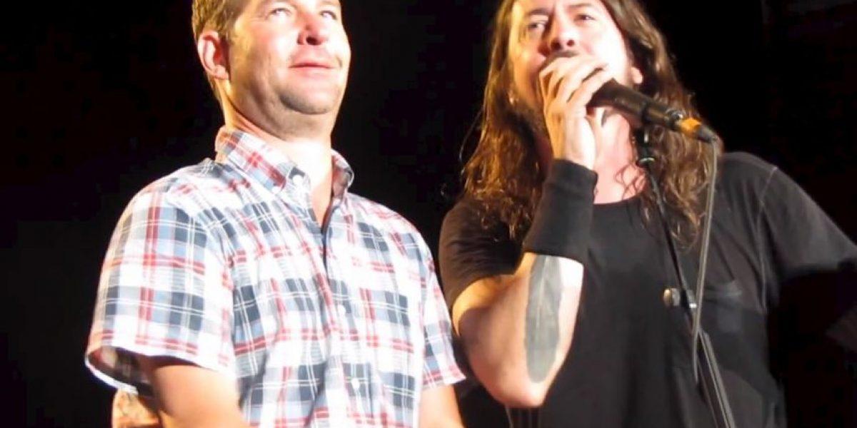 No creerás lo que hizo el líder de Foo Fighters cuando vio llorar a un fan ebrio