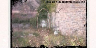 Esta foto fue trucada con un filtro borroso para hacer creer que se trataba del ente de una niña materializándose. Foto:Vía magisquam
