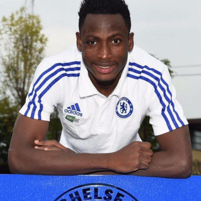 """El defensa ghanés recién fichó por los """"Blues"""", procedente del Ausburgo de la Bundesliga. Foto:Vía facebook.com/chelseafc"""