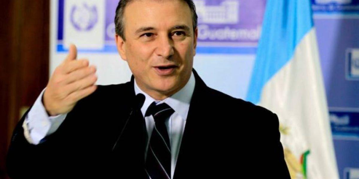 Ministros de Educación y Economía abandonan sus cargos