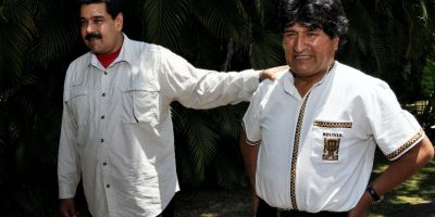 Video del presidente Evo Morales ordenando que le aten un zapato se vuelve viral