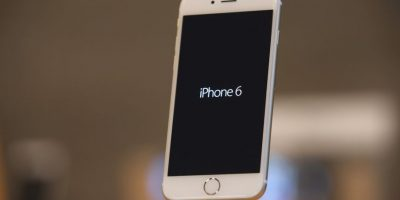 También incorporó el sensor de huellas dactilares para efectuar pagos y desbloquear el dispositivo Foto:Getty Images