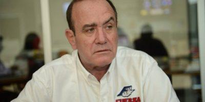Más candidatos se suman a la indignación por debate