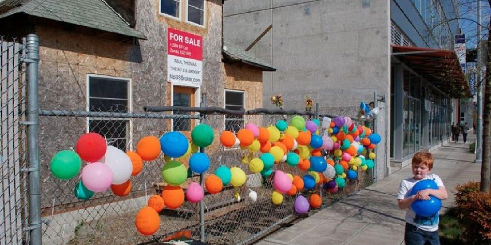 Edith Macefield se negó a vender su propiedad de Seattle y siguió habitándola a pesar de que estuvieran construyendo un centro comercial a su alrededor. Foto:Facebook/Edith Macefield House