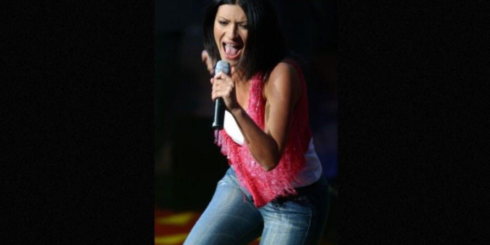 Laura Pausini mostró sus partes íntimas durante su último concierto en Perú. Esa ocasión, la cantante únicamente vestía una bata. Foto:Getty Images